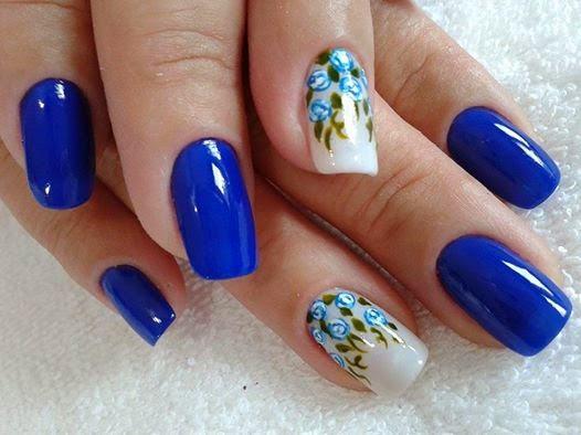 Unhas decoradas simples Azul e Branco