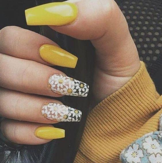Unhas decoradas simples amarelas