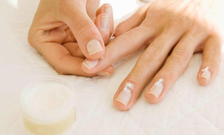 Como Tirar a Cutícula Mão sozinha