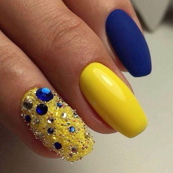 Unhas Decoradas Azuis E amarelo